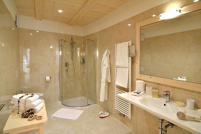 Bagno con armadio - Camera da letto con cabina armadio e bagno ...